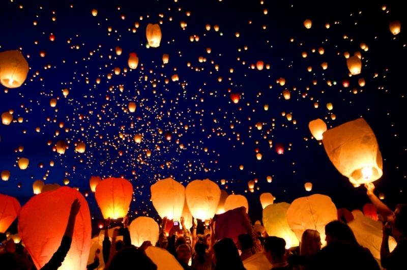 10 Lanterne Volanti Colore a Scelta Tra: Bianche o Rosa