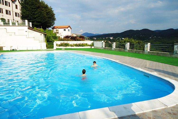Soggiorno presso Villa Ester con Visita guidata al Castello di Frassinello e Degustazione per 2 persone a Togliolo Monferrato
