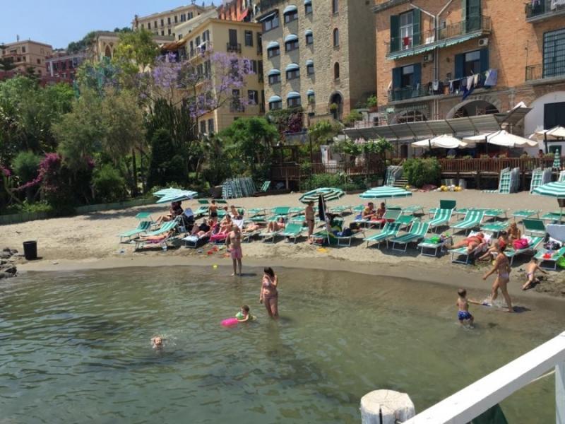 Giornata in spiaggia o in pedana a posillipo per 2 persone al bagno sirena - Bagno elena posillipo ...