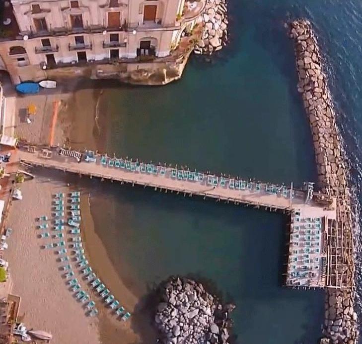 Giornata in Spiaggia o in Pedana a Posillipo per 2 Persone al Bagno ...