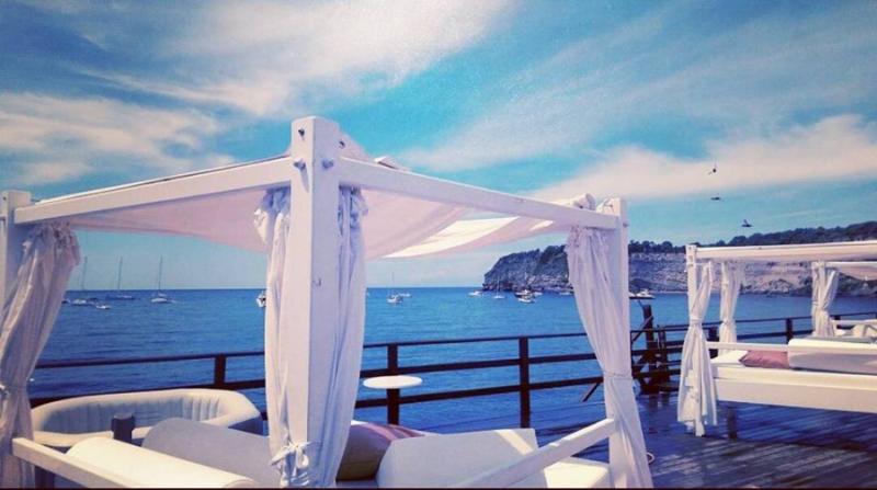 Vendita Ombrelloni Da Spiaggia Napoli.Ingresso In Spiaggia Con Ombrellone E Lettini Per 2 Oppure 4 Persone