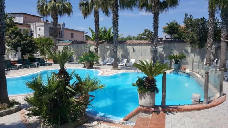 Camera in day use oppure pernottamento per 2 persone - Hotel piscina in camera ...