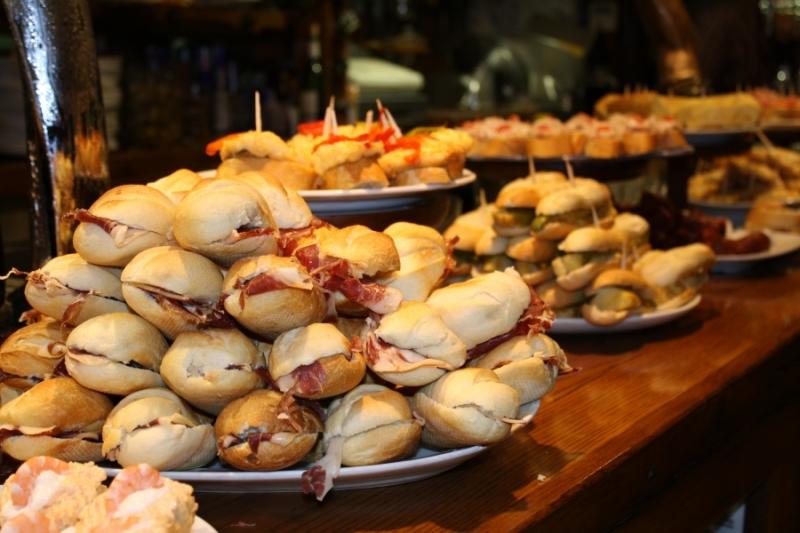 Buffet per feste dai rustici alla torta alla pasticceria - Tema sulla cucina ...
